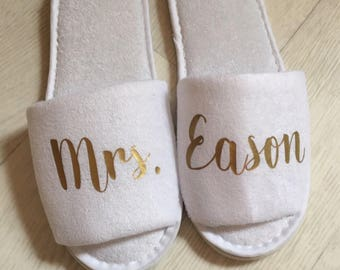 Personalised Wedding Slippers, Bride to be, White, spa slippers, hen party, bride, bridesmaid, maid of honour, open toe, personalized, towel