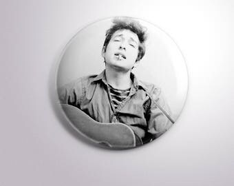 BOB DYLAN SINGER - pins / buttons / magnets