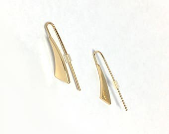 Curved triangle ear pin earring