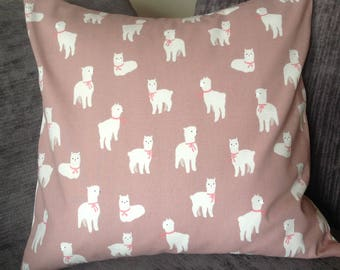 Cushion cover with white Alpaca's