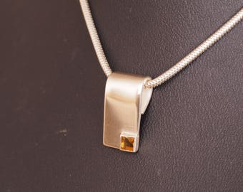 Silver pendant with Citrine