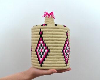 Berber wool beige/pink/white/black and Reed basket