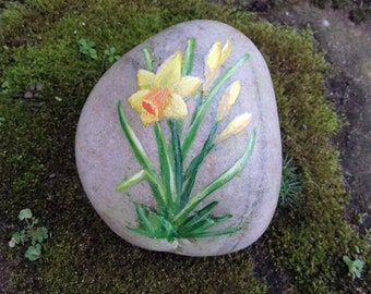 Daffodil, painted rock, beach pebble, spring flowers, Mothers Day, Birthday gift, Gift for Gardener, original art, hand painted ,