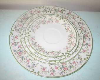 Mikasa Beaumont Fine China Plates Discontinued 1972-1974 L5002 L5003 Mikasa Beaumont Floral Pattern Plate Set Of Four