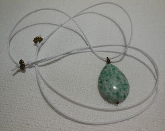 Agate necklace with its trees and cotton cord