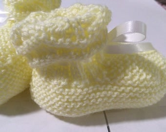 Lemon hand knitted baby bootees