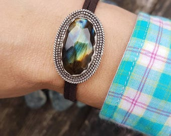 Shiny, Handcrafted, labradorite pendant on a vegan Leather suede, can be worn in many different ways see pictures