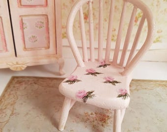 Dollhouse,Doll house,Dolls house Furniture,Dollhouse Miniatures,Doll house Miniatures,shabby Chic Miniature Chair,Pink Shabby Chair,1:12th