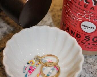 Monogrammed ring dish, trinket dish, round trinket dish, Scalloped bowl, personalized gift, bridal gift