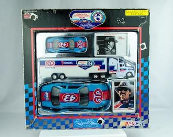 Racing Champions 1992 Fan Appreciation Tour Edition Richard Petty Diecast Set