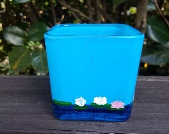 Water lily candle holder