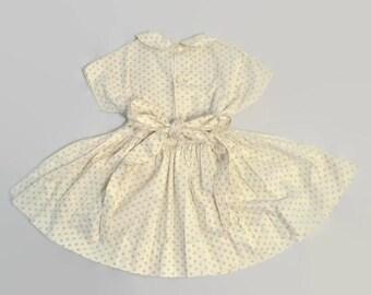 Vintage 1950s Yellow Rose Print Pattern White Cotton Pan Collar Gathered Circle Full Skirt Dress Girls Childrens Dolman Sleeve