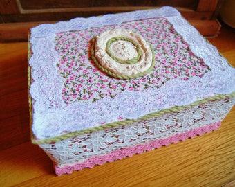 Lace pink and white jewelry box