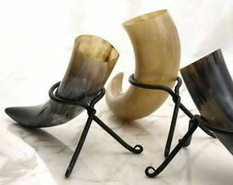 Drinking  horn with stand