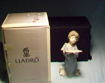 Lladro Angel Singing Figurine # 5724 Original Box