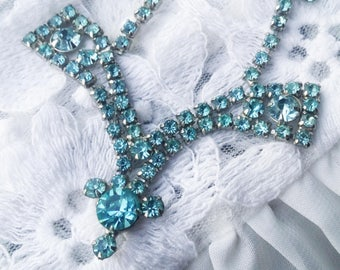 Vintage Elegant Turquoise Ice Glass Rhinestone Necklace - 1960s - Excellent Condition -  Special Occasion - Bridal Shower - Wedding