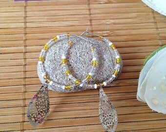 Hoop earrings with seed beads yellow-white-transparent and drop print