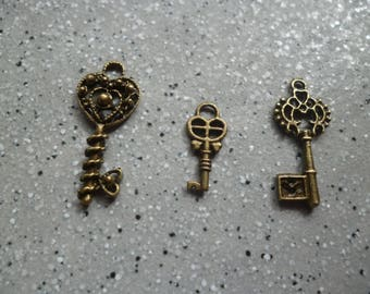 Package includes 3 keys, metal key pendants charms