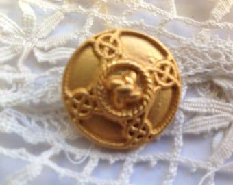 Vintage 26mm diameter, fancy button
