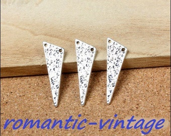 "5 pendants, large triangles ""hammered"" 27 * 10mm antique silver"