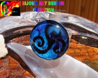 """Ring adjustable carved ethnic ring & range """"Triskele"""" Celtic round Cabochon"""