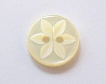 Button star 14 mm x 20 cream 2 holes - 001635