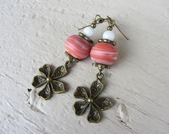 Earrings bucolic flower white jade, marbled pink Lampwork Glass Bead and bronze metal