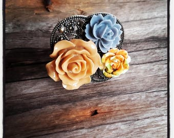 Ring bronze cabochon flower beige
