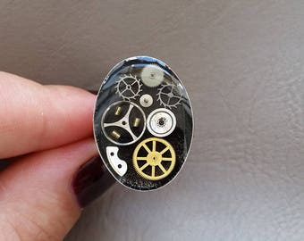 Small size, resin and gears Steampunk oval ring