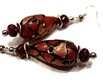 Burgundy and gold earrings / / drop earrings.