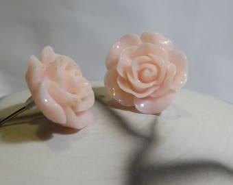 Pale pink resin Flower Earrings don't