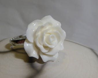 Resin white flower romantic ring