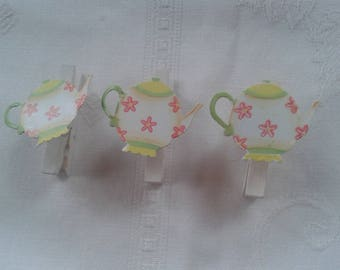 set of 3 white linen with teapot motif painted metal, mounted on spring clip