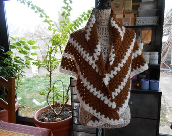 shawl crocheted with 2 yarns different acrylic wool and polyamide