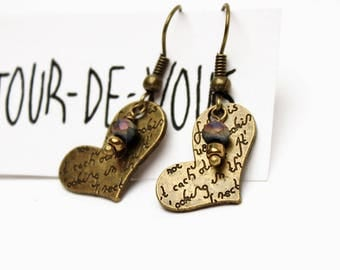 """Boucles d'oreilles """"romantique vintage"""" avec breloque bronze coeur et perles"""