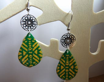 filigree round and sequin enamel drop earring print Yellow and green
