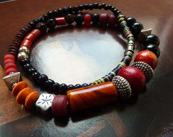 Ethnic necklace of various beads, black and rust