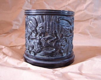 A holder for stationery, inspired by a vase to Khafadje (Mesopotamia)