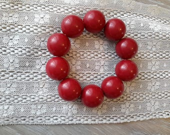 Set of 10 red acrylic beads