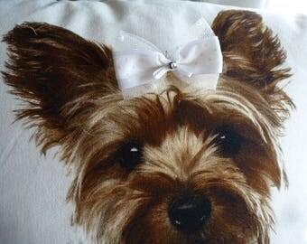 petit noeud tulle, satin blanc et strass accessoire pour petit chien monté sur élastique spécial concours canin