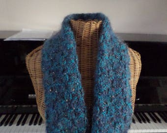 scarf knitted with two yarns in shades of blue