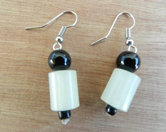 Black and white glass Pearl stud earring