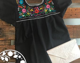 Blouse embroidered Tehuacán by hand