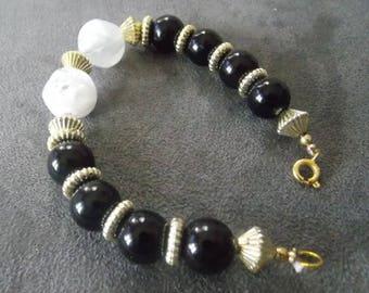 Very nice black and white beaded bracelet