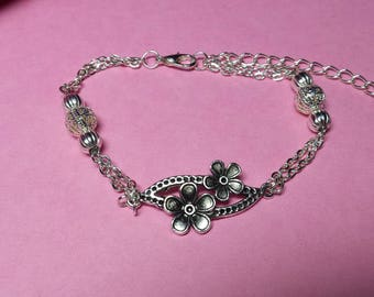 Flowers on chain link bracelet