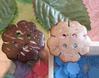 Coconut, 2 hole buttons, flower, coconutbrown, 38 x 40 x 5 mm, hole: 3.5 mm