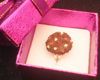 Ring adjustable greed realistic chocolate cookies