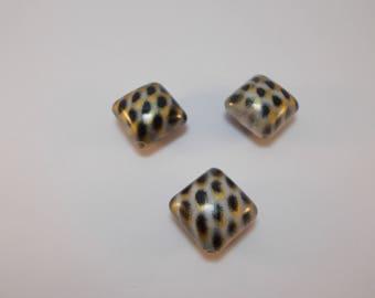 1 set of 3 diamond acrylic beads