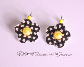 Plaid pattern, black and white flower earrings