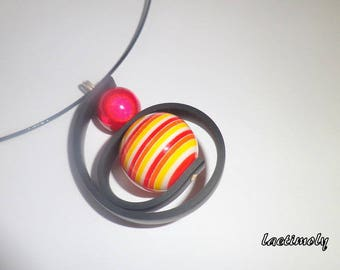 Choker necklace from red to yellow